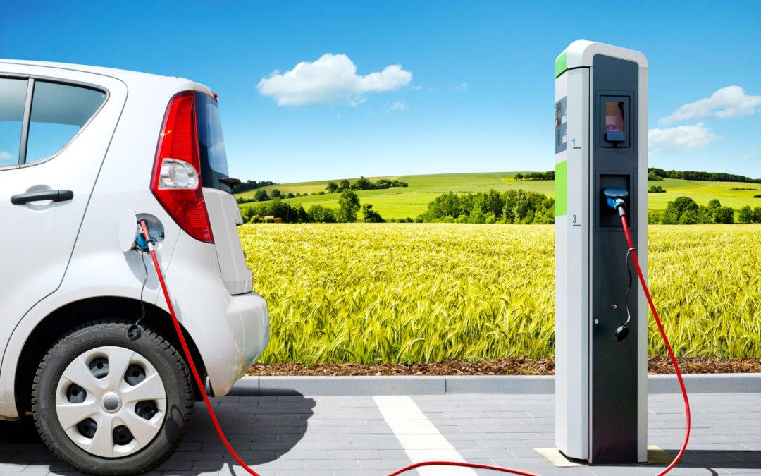 Auto elettrica, le case accelerano la produzione