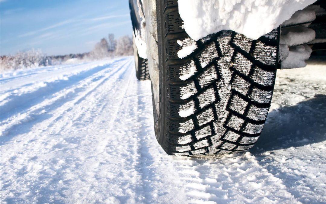 Obbligo di pneumatici invernali o catene a bordo: scattano i controlli